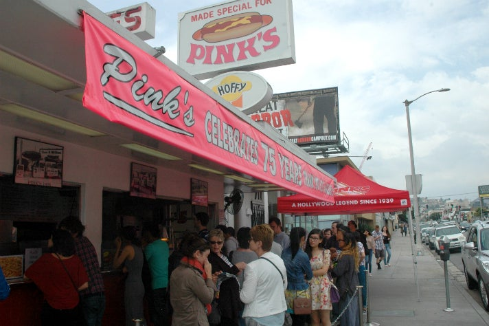 Sally Guo and Susanna Niu in line at Pink's Hot Dogs